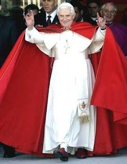 [Image: Pope_Ratzinger_handsign2-20-09.jpg]