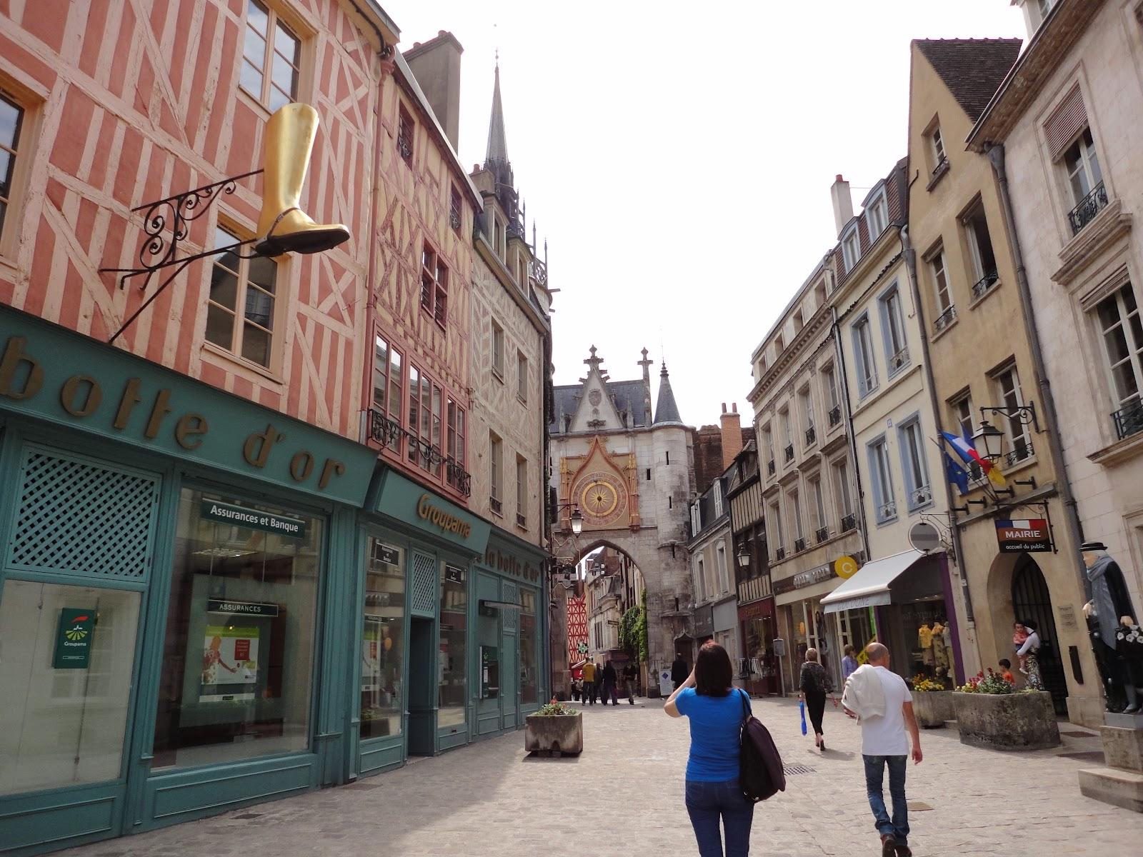 Candide r siste voyage en bourgogne jour ii v zelay for Piscine auxerre