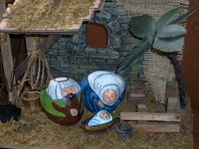 painted rocks, unique nativity sets, stable, Cindy Thomas