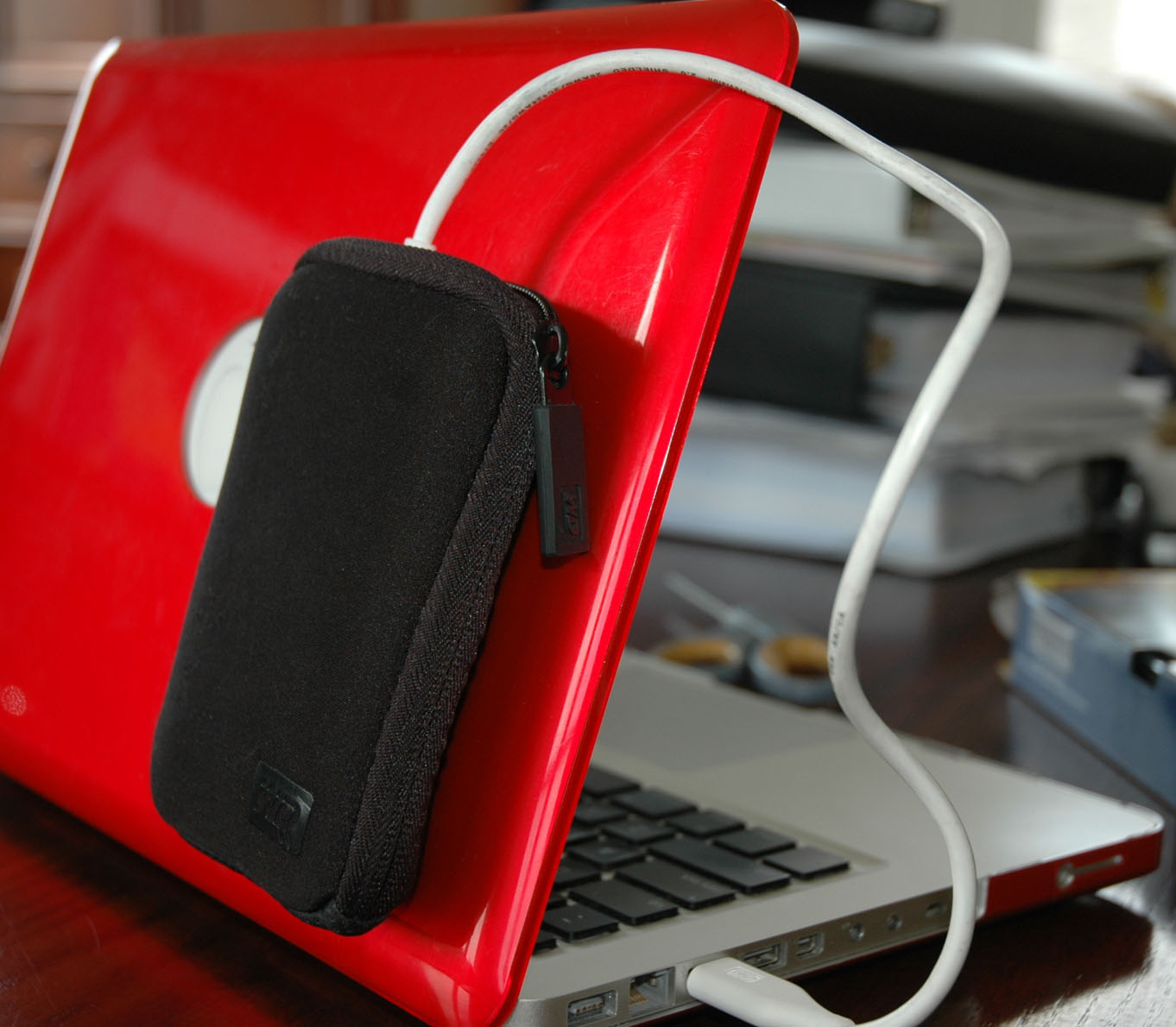 how to remove an external hard drive from its case