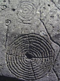 Чашевидные знаки и круги с крестом внутри в Альпах, Каршенна, Швейцария