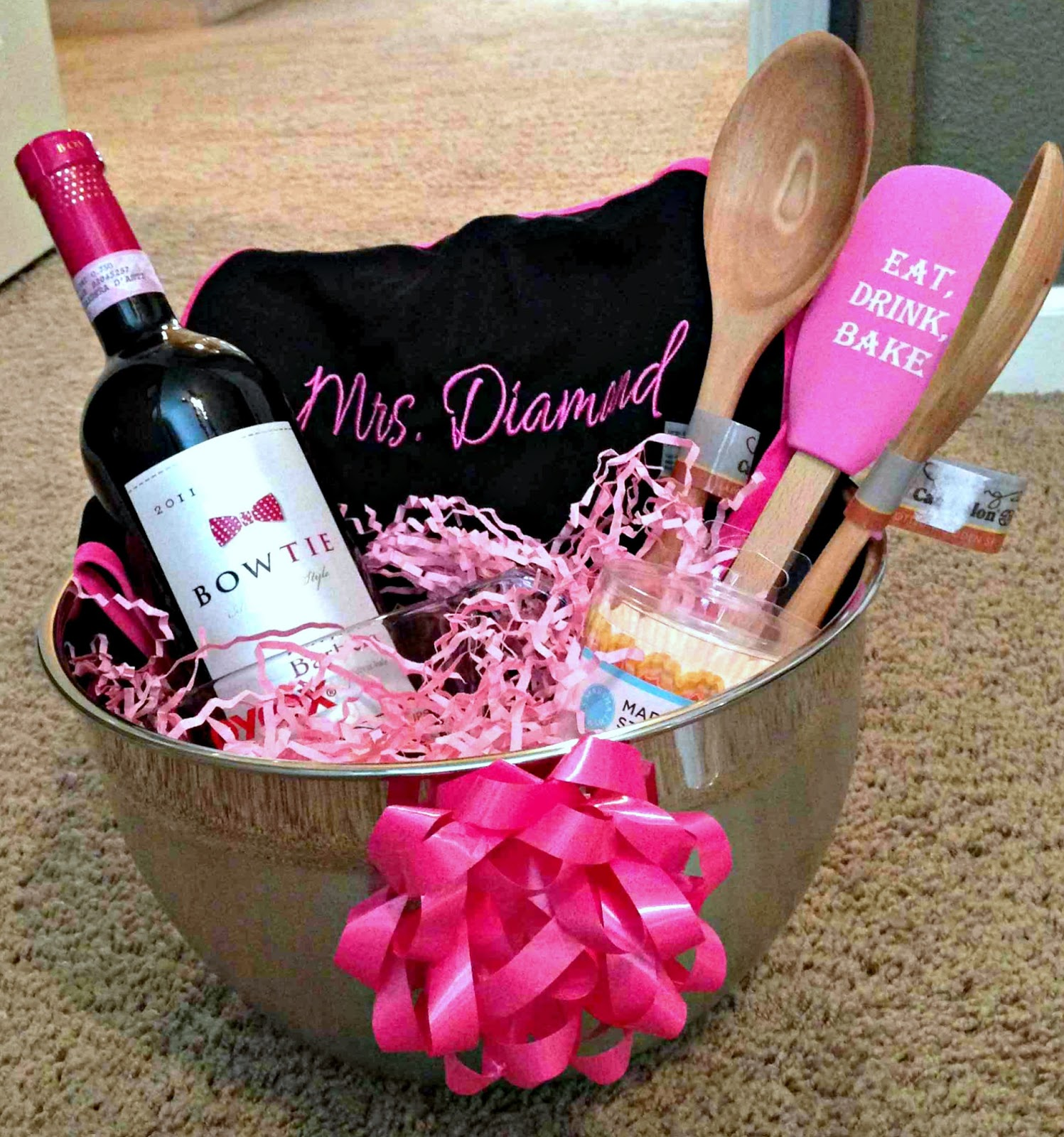 Bridal Shower Gift Basket Ideas For Bride : Bridal Shower Present