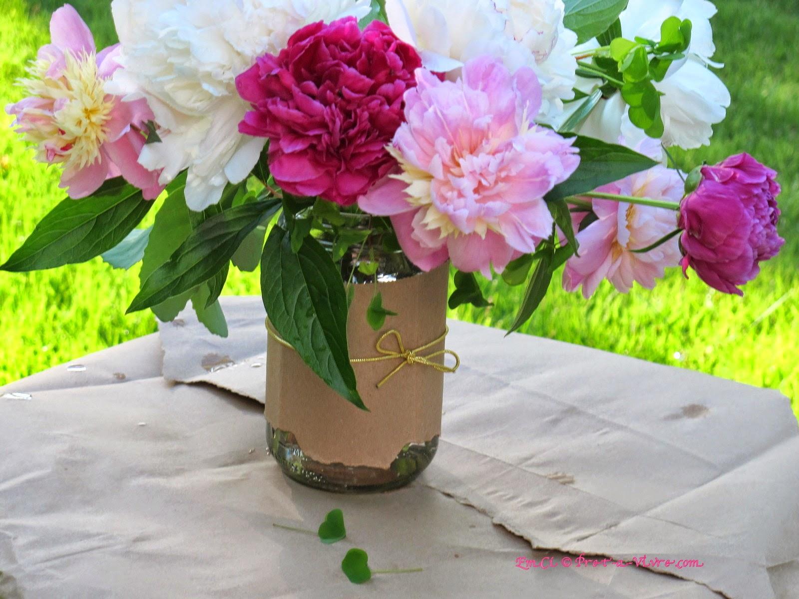 Bouquet in a mason jar my story of flower arrangement for How to arrange flowers in mason jar