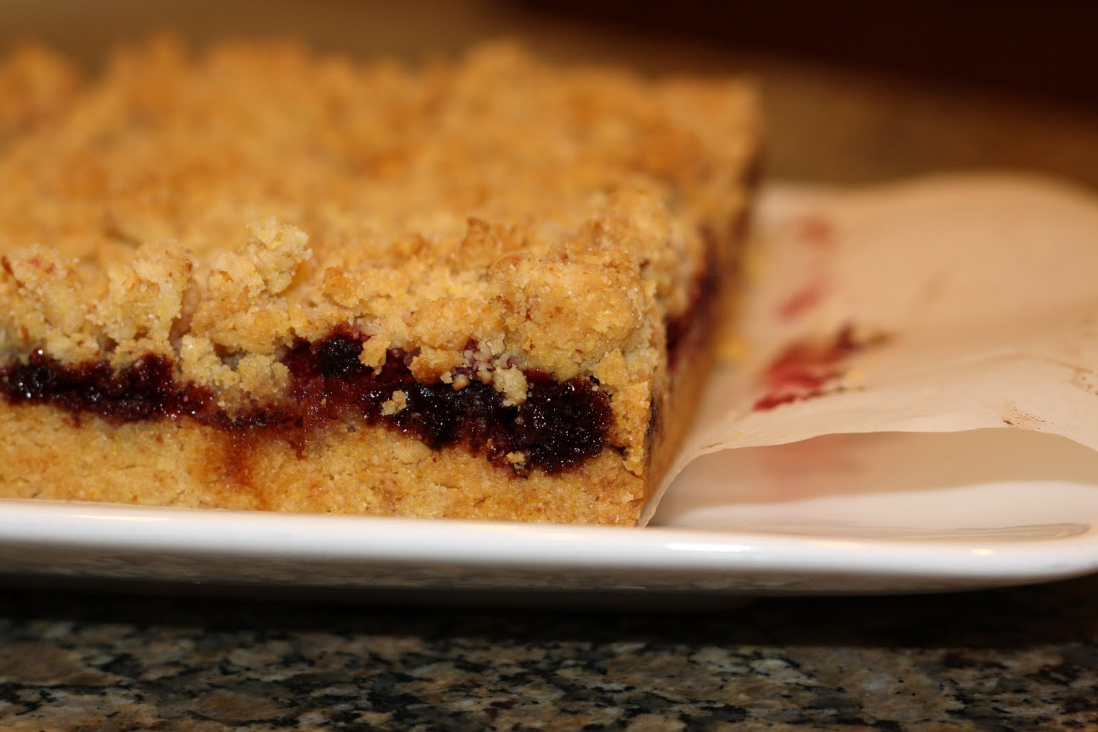 sunday sweets: raspberry crumble bars