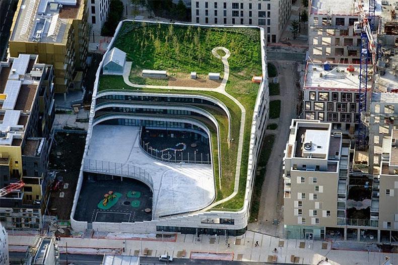 Una escuela verde en el corazón del París urbano