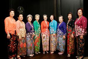 Kebaya :Blus Tradisional yang Dikenakan oleh Wanita Indonesia