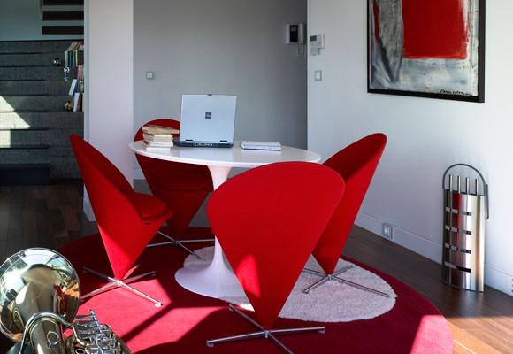 Decorando dormitorios hermosas salas con colores blanco y for Sala de estar rojo y blanco