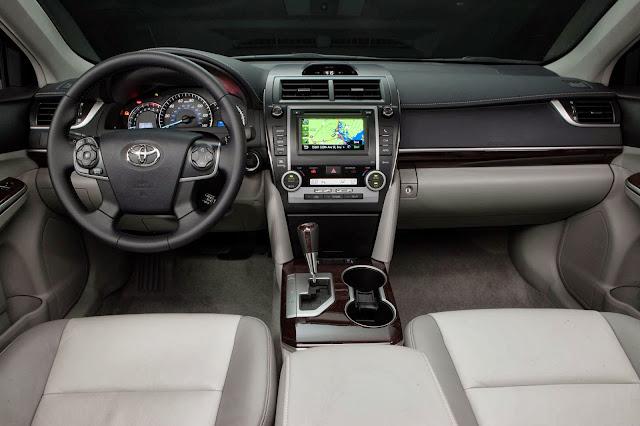 2013 Toyota Camry XLE V6 interior