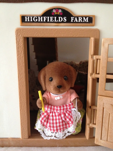 Sylvanian Families Hunter-Smyth Chocolate Labrador Family Mother