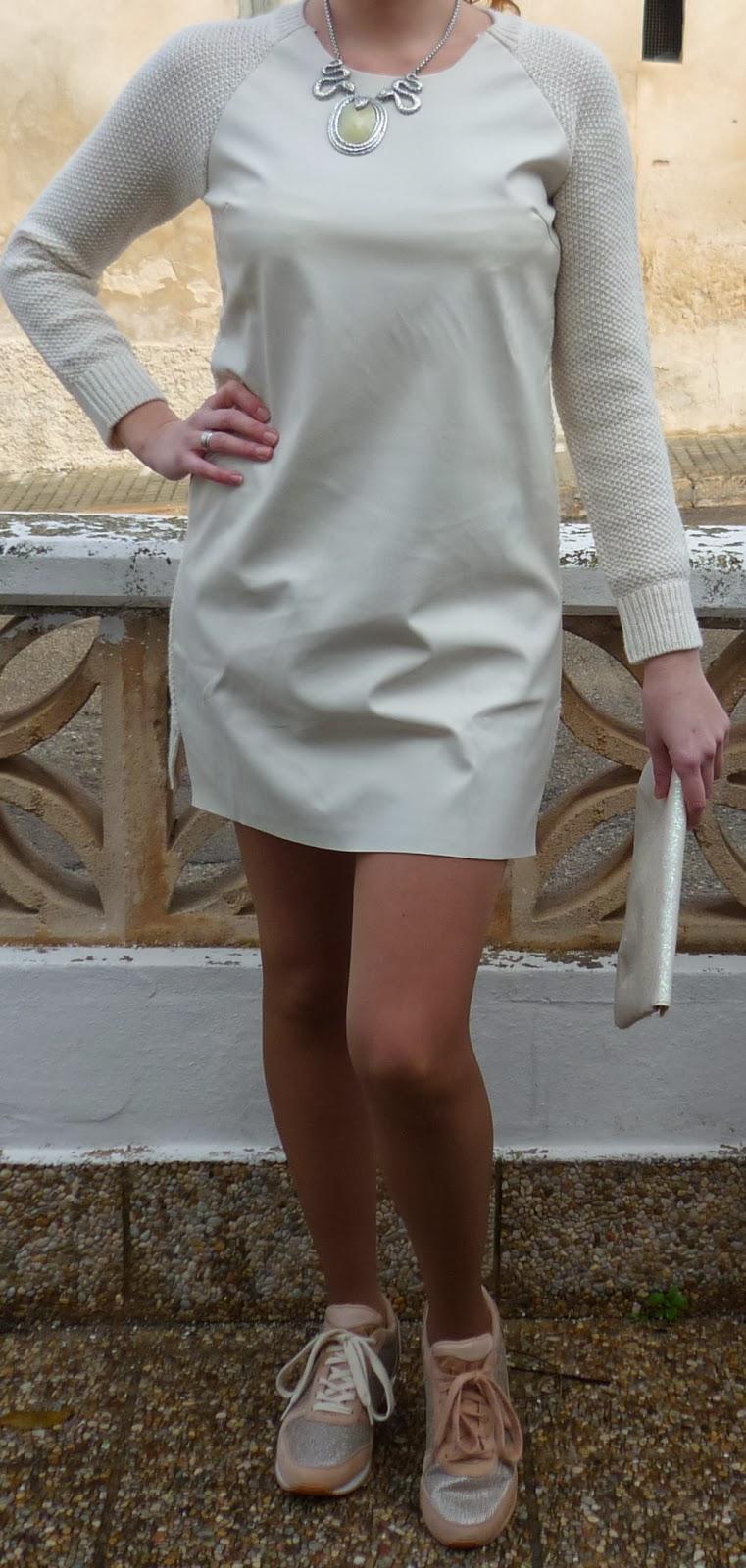 vestido cuero blanco