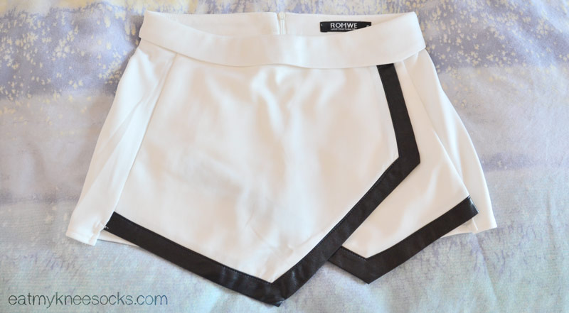Here is the leather-trim asymmetrical Romwe skort, a minimalistic pair of simple yet chic shorts.