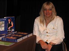 En el Stand durante la Exposición de Libros en la Sala de Conferencias del Hotel