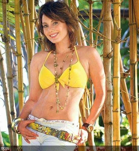Hot Manisha Lamba in Bikini hd wallpapers