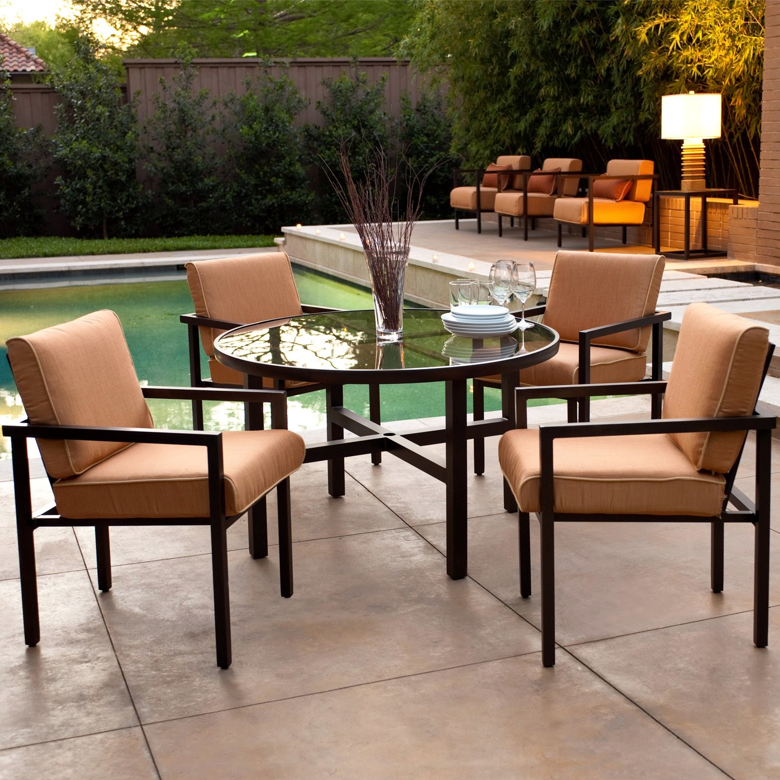 Contemporary Outdoor Furniture Dining Set