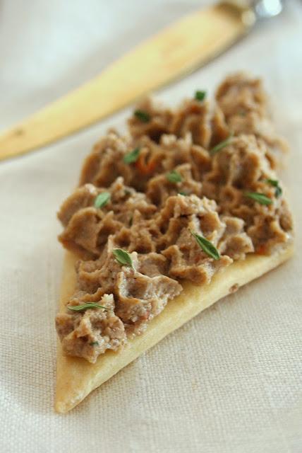 patè di funghi e noci con crackers al finocchietto