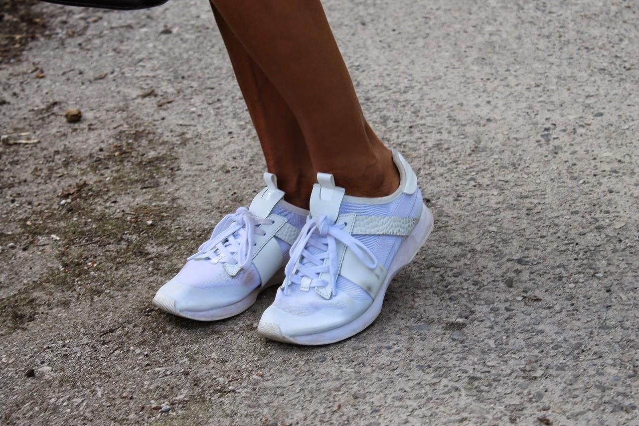 Look con mono Donna Karan, Camisa cuadros a la cintura el look, Con sneakers blancas, Carmen Hummer Style, Carmen Hummer, Blog de moda, Cantabria, Pechón, Fashion Blogger, Street Style en Cantabria, Thinko Jewellery