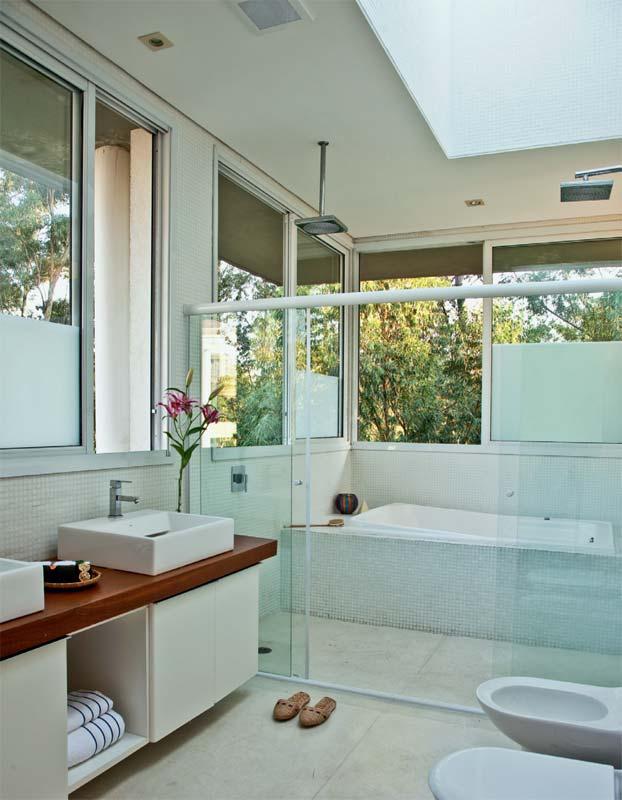 COISA DE CASADA Fevereiro 2013 -> Banheiro Pequeno Com Banheira E Chuveiro Juntos