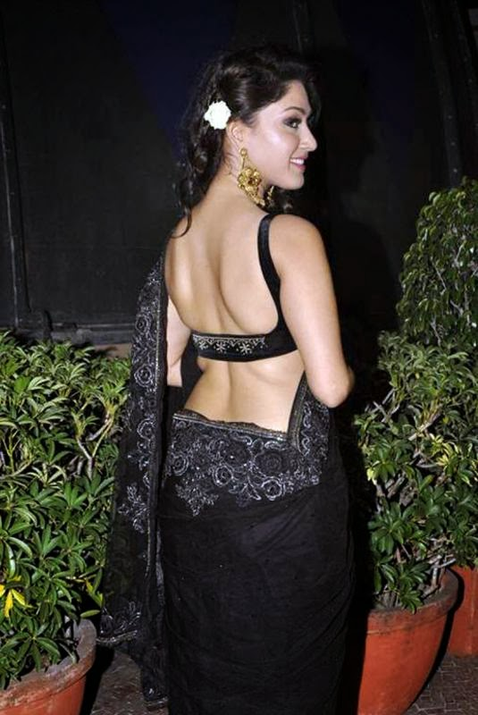 Manjari Phadnis looks sexy in transparent black saree