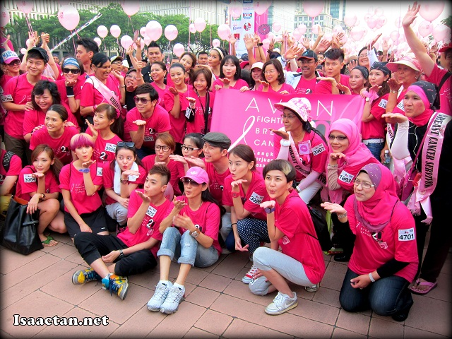 """Some of the VIPs and local celebrities giving a """"Kiss Goodbye"""" to breast cancer before the run"""