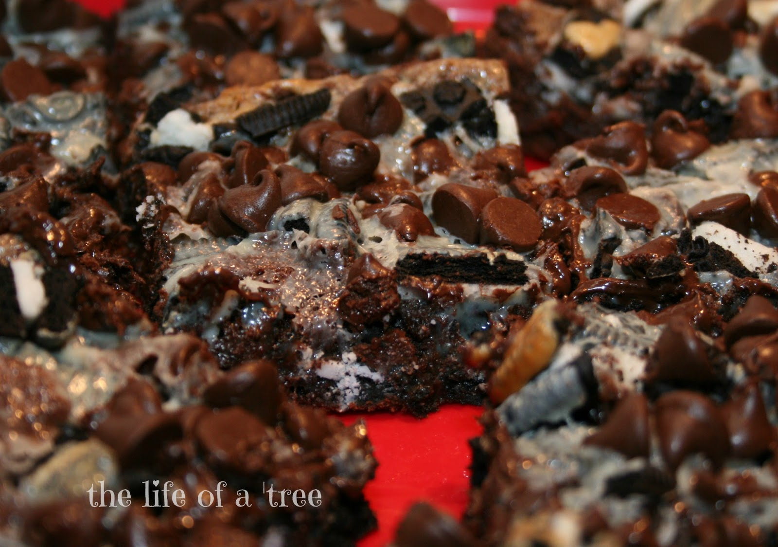 ... for the recipe! Gooey Cookies and Cream Double Chocolate Cake Bars