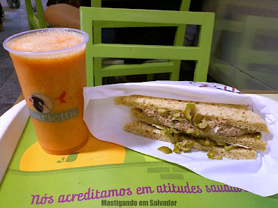 Marietta Sanduíches Leves: Suco de Acerola e Laranja e Sanduíche de Atum com Azeitona