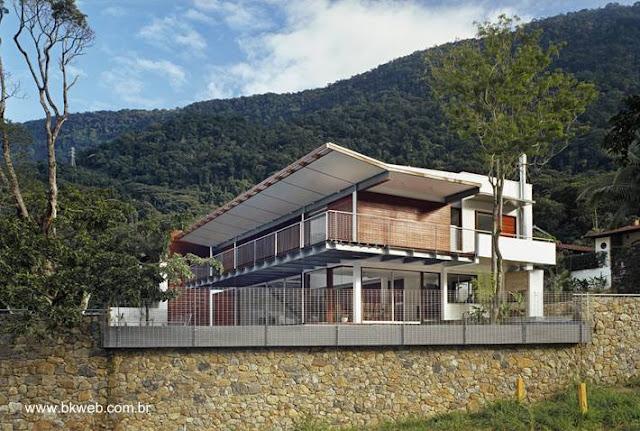 Vista en perspectiva de la moderna residencia