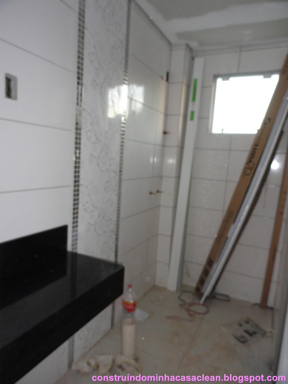 Banheiro social em situação crítica!! rsrs ainda sem os rejuntes  #8B4089 1200x1600 Banheiro Branco Com Rejunte Escuro