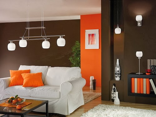 Salas en naranja y marr n chocolate salas con estilo for Muebles marrones de que color pinto las paredes