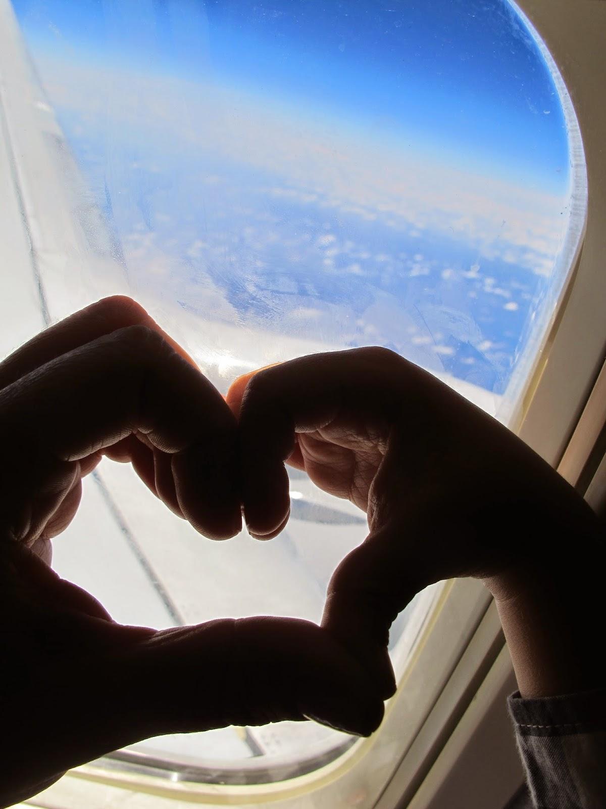 avião chegando em Cuba Habana coração mamãe e filho