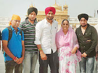 harbhajan-singh-with-famialy