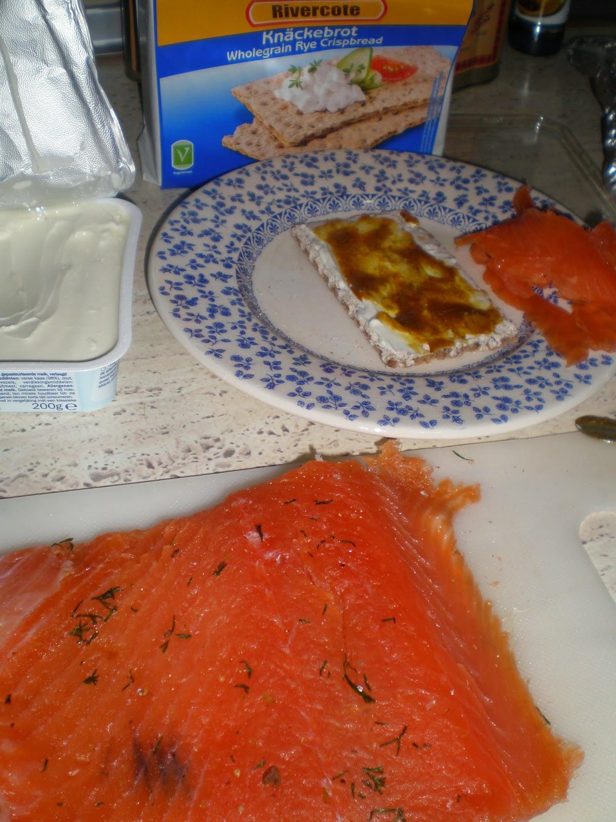 Salmon marinado con ginebra y enebro gravlax with gin for Como se cocina el salmon