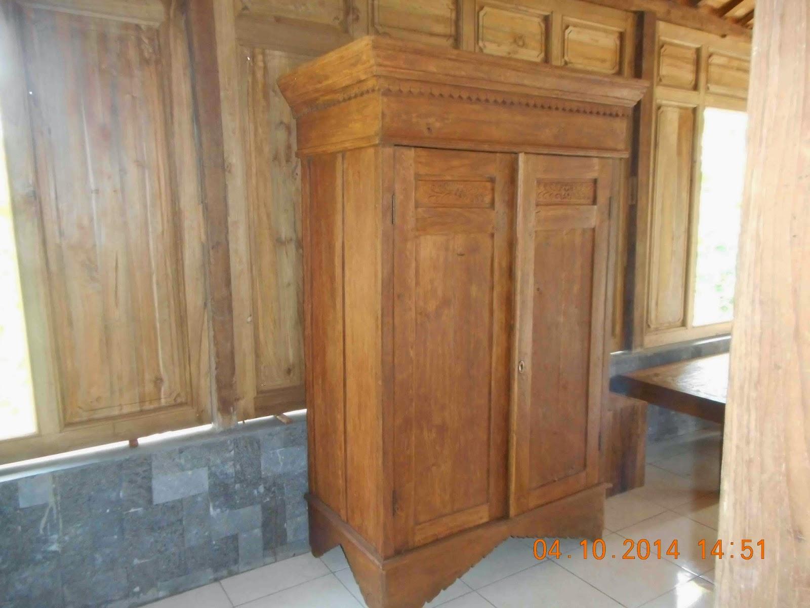 Perabotan Antik almari