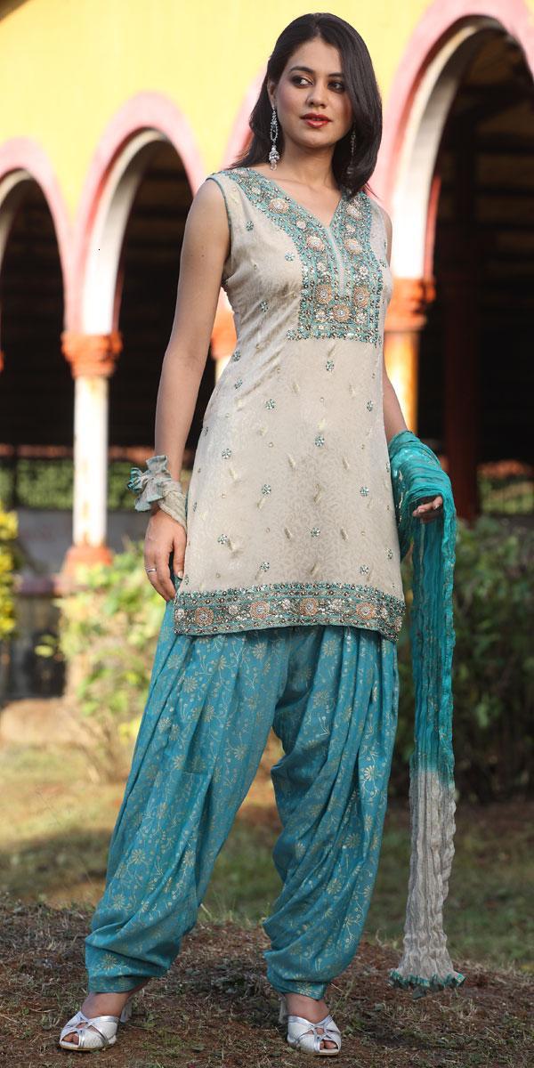 New Ladies Fashion Trend And Hair Styles: Punjabi Salwar kameez Styles Fashion Collection