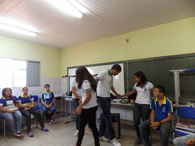 Alunos da Escola Profissionalizante abrem o ano letivo na Escola Santa Tereza