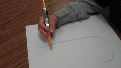 escrita, lápis,prendedor de roupa,atividades de coordenação motora fina, atividades de coordenação motora, coordenação motora fina, coordenação motora,educação infantil, anos iniciais