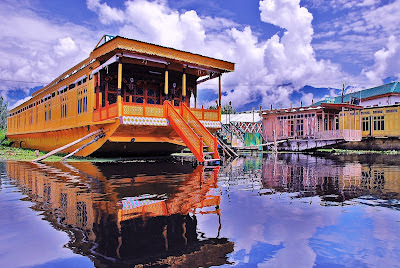 Srinagar Hotels Near Dal Lake