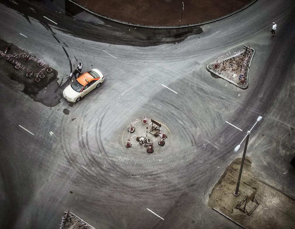 streets-dubai-roundabout-taxi