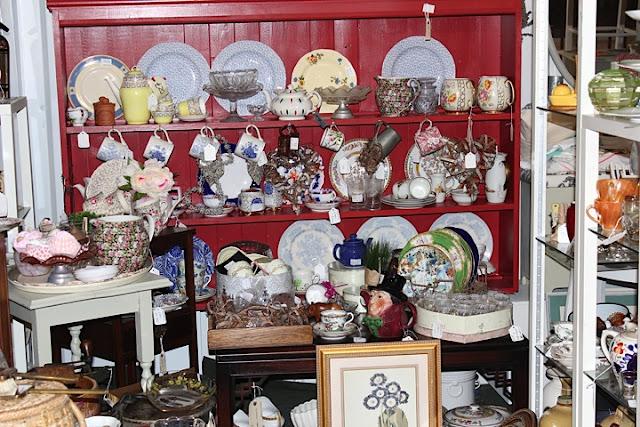 vintage shop, antique shopping