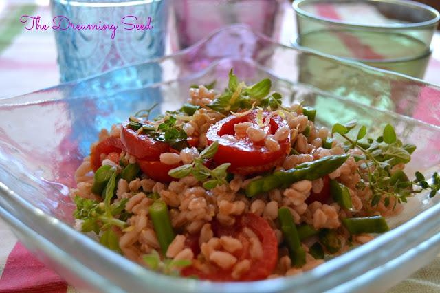 l'insalata di farro con asparagi ed erbette aromatiche e una nuova collaborazione sotto il segno del gusto e della salute