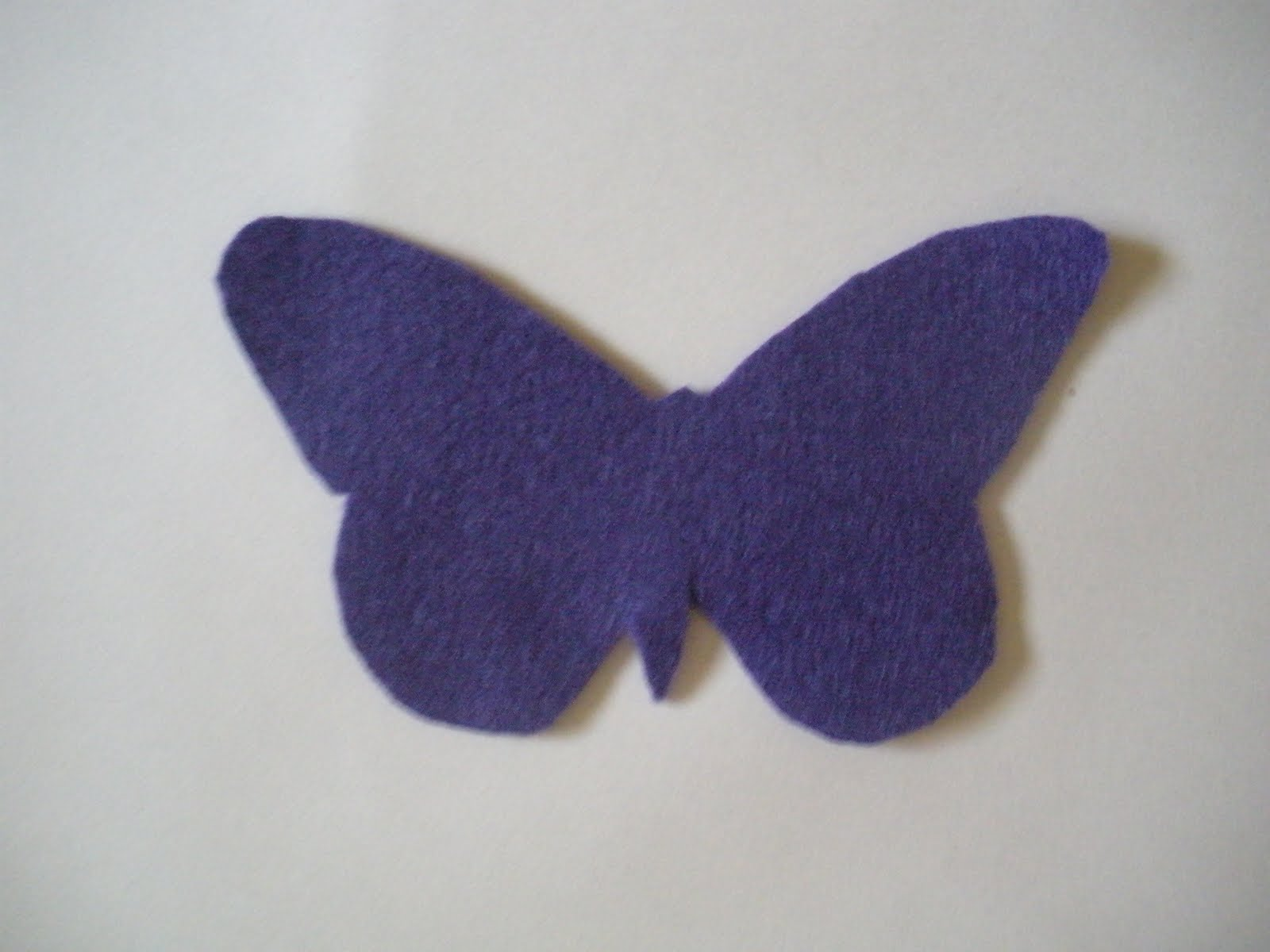 Felt Dog Patterns http://www.craftycritique.com/2011/08/tutorial-felt-butterfly-dog-collar.html