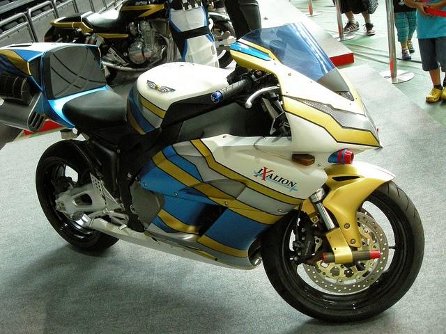 gambar Ixalion sepeda motor yang dikendarai Kamen Rider Ixa dalam serial Kamen Rider Kiva