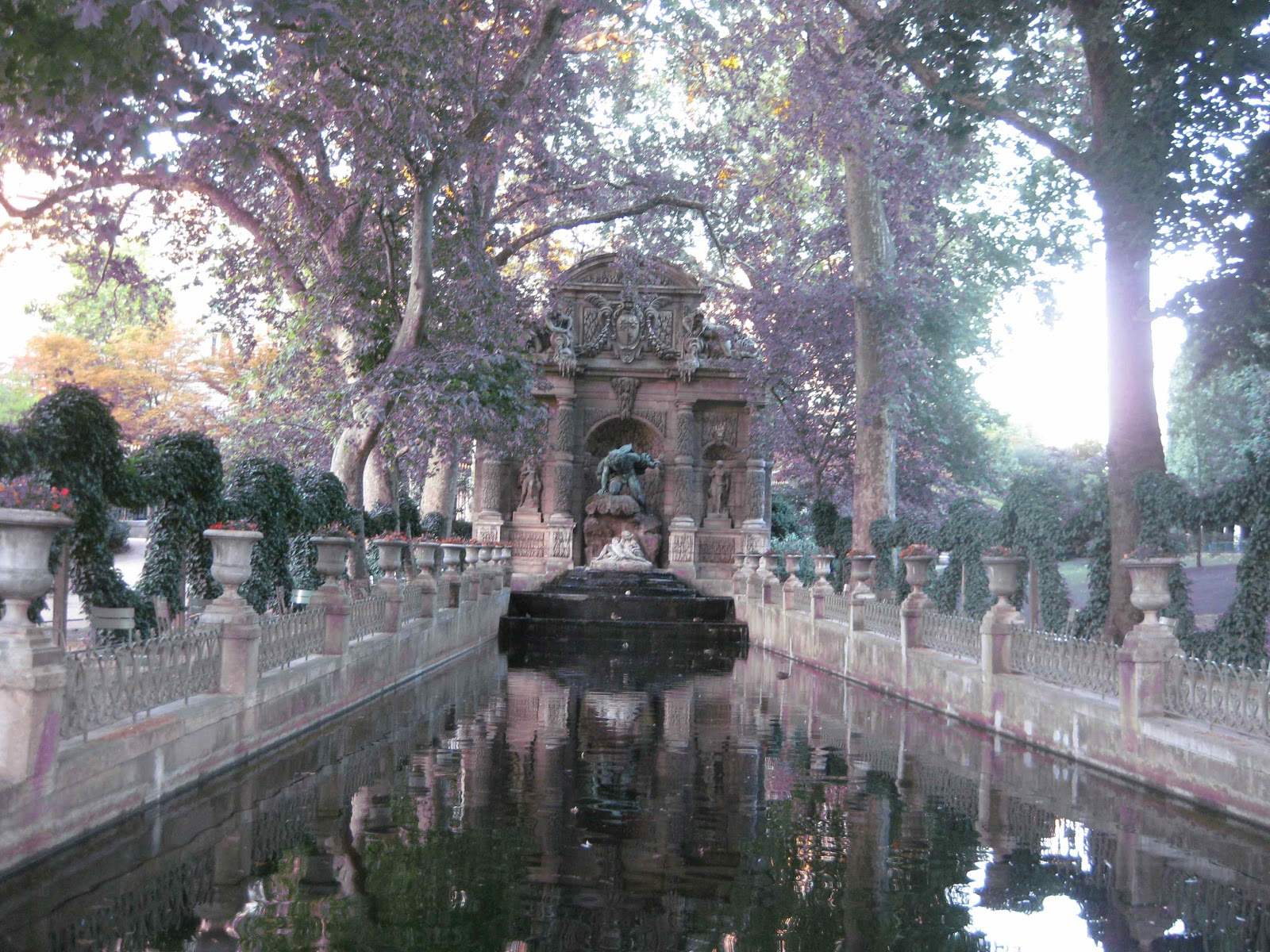 The hip urban girl 39 s guide hip getaways 24 hours in paris for Jardin du luxembourg hours