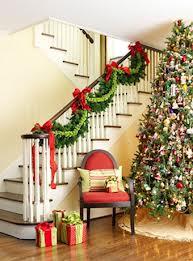 Escaleras adornadas de navidad for Adornos navidenos para escaleras