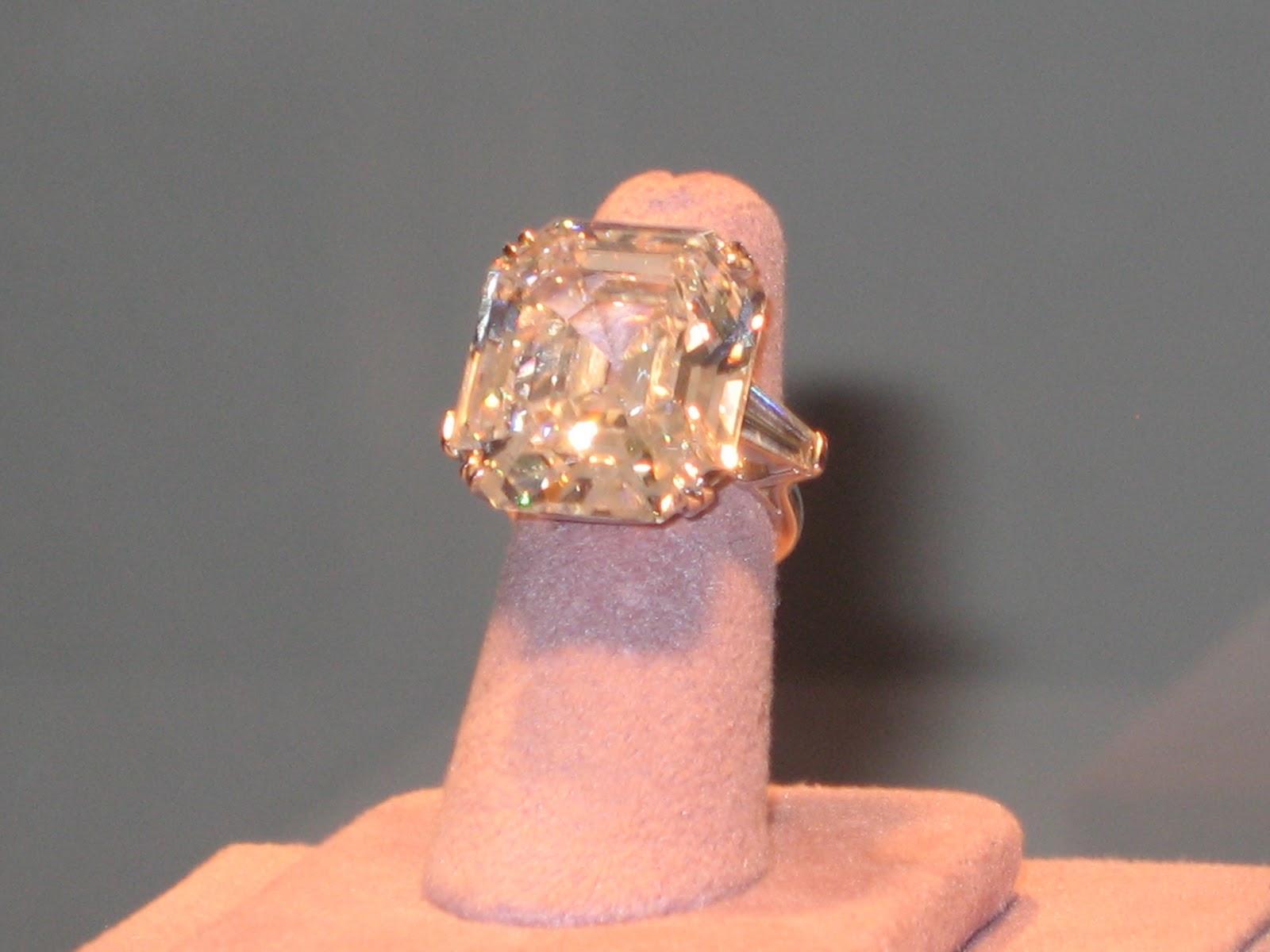 http://4.bp.blogspot.com/-LkQ3uSBT8aE/TpuYmJwOChI/AAAAAAAADoc/z1mKeeI1QP0/s1600/ET+diamond+3.jpg