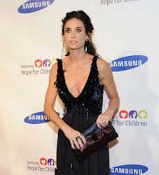 Demi Moore se nos queda en los huesos. Demi Moore on the bones.