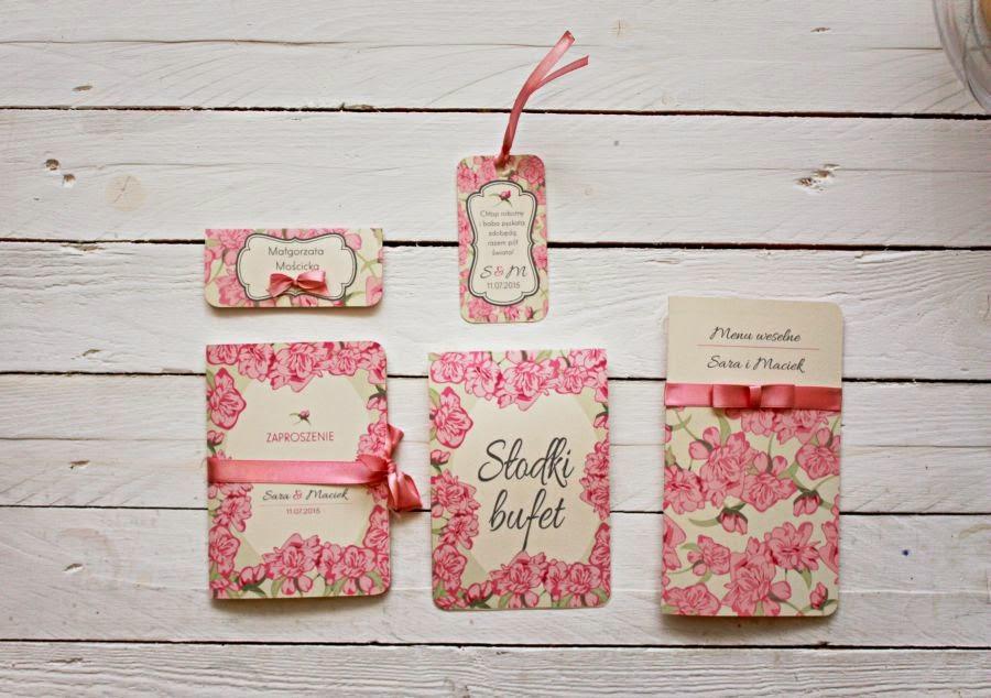Zaproszenia i dodatki ślubne w kwiaty różowe Artirea