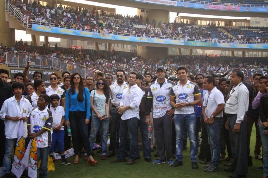 hot huma qureshi at ccl cricket cute marathi actresses