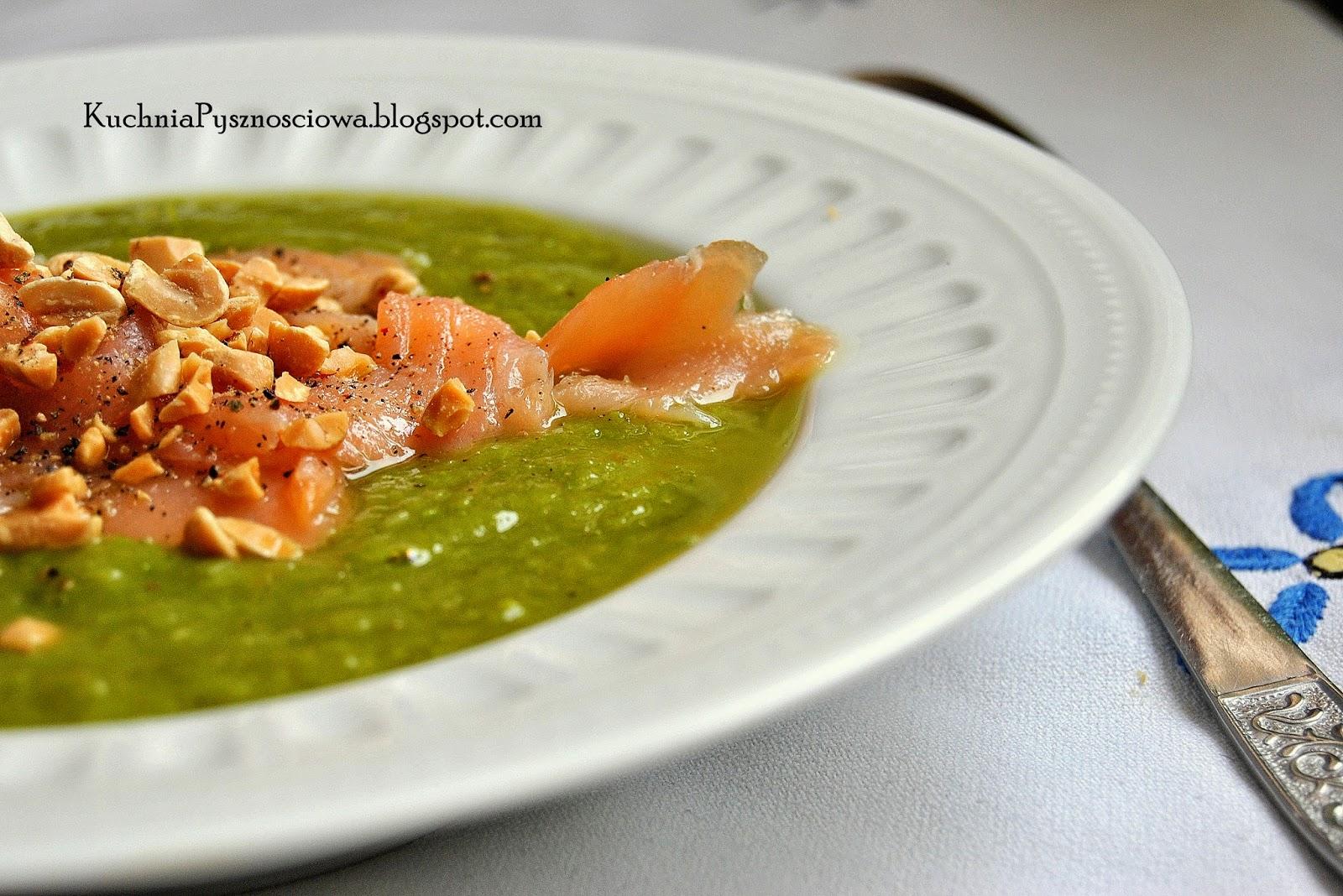 223. Zupa krem z zielonych szparagów z wędzonym łososiem