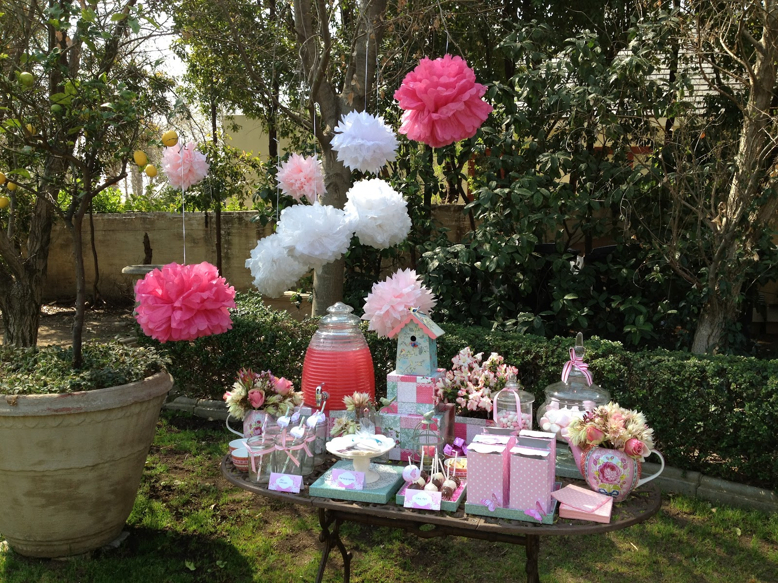 You are In Good Company: GOOD LOOKS - Expresso Spring Table Décor