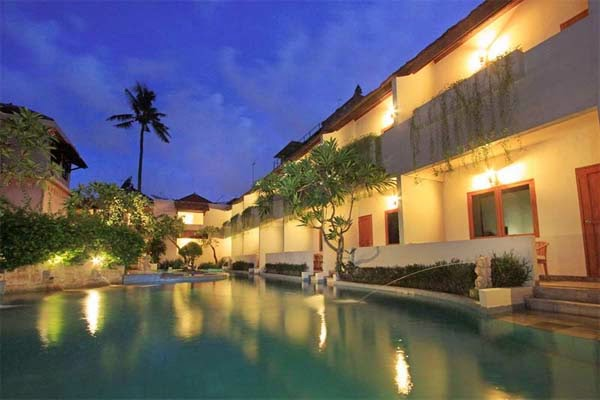 Kolam Renang Kuta Lagoon Resort